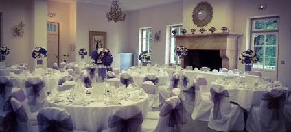 Réalisation de centre de table, vase soliflore et boule de fleurs (Pivoine blanche, rose rose poudrée)