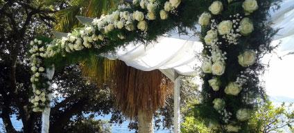 Réalisation de la décoration des tables sur le thème bambou et orchidée
