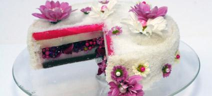 Création d'une composition florale en forme de gâteau